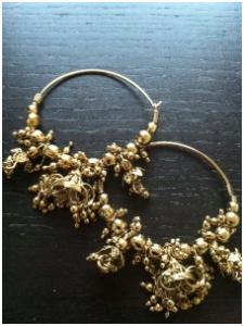 Örhängen i guldmetall