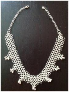 Halsband i silver metal