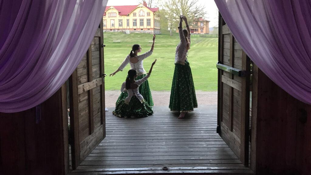 Dansare poserar på Näässlott