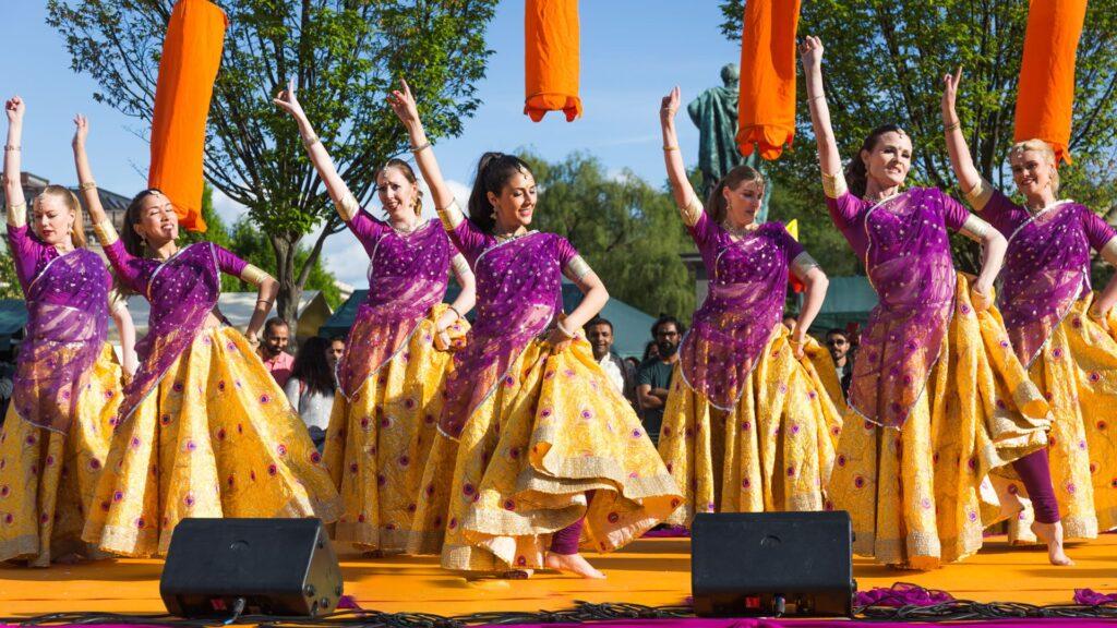 Nritya Darpan uppträder på Namaste Stockholm i Kungsträdgården
